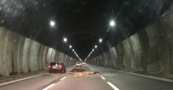 Autostrade, salgono a 21 gli indagati per il crollo della volta della galleria Bertè sulla A26. Anche Castellucci e Donferri