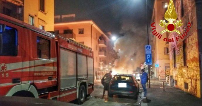 """Milano, Vigili del Fuoco aggrediti durante un intervento per un incendio: """"Ci hanno lanciato bottiglie e rubato le chiavi dell'autopompa"""""""