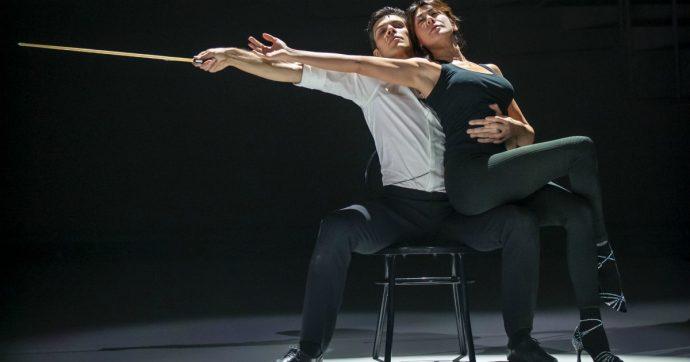 """Danza con me, Roberto Bolle spiazza e convince con il rap di Marracash e la sexy Virginia Raffaele. E Geppi Cucciari svela la sua dieta: """"Mangia pesciolini essiccati"""""""