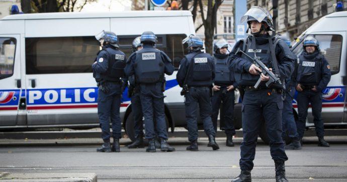 """Francia, blogger dissidente ceceno ucciso nella sua camera d'albergo: """"Morte violenta, si pensa al movente politico"""""""