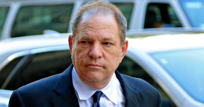 Harvey Weinstein dichiarato colpevole di aggressione sessuale e stupro. Negata la cauzione: produttore ammanettato in aula