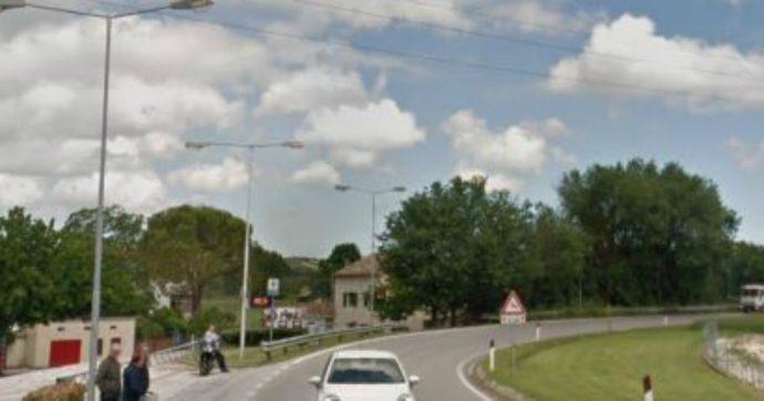 """Ancona, investite e uccise all'uscita dalla discoteca: arrestato l'automobilista ubriaco. Ai soccorsi ha detto: """"Ho colpito qualcosa"""""""