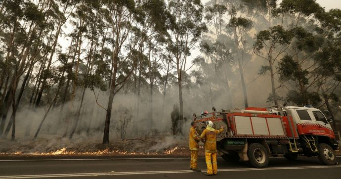 """Australia, il premier """"negazionista"""" dei cambiamenti climatici sotto accusa: ignorò i rapporti ufficiali sul rischio incendi"""