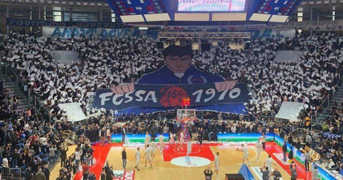 Fortitudo Bologna, la Fossa dei Leoni compie 50 anni: vita, morte, miracoli e rinascita del gruppo più longevo del basket italiano
