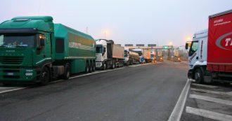 """Autostrade, """"il Riesame dice no al dissequestro dei viadotti"""". E a Silvi (Teramo) è caos: 4000 tir """"interdetti"""" dalla A14 si riversano sulla Statale"""