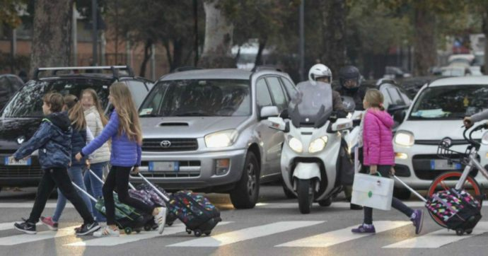 Roma, troppo smog: martedì stop alla circolazione delle auto diesel. Ecco chi potrà viaggiare e in che orari