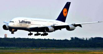 """Traffico aereo, reclamo di Ryanair alla Commissione Ue: """"Lufthansa fa cartello con Alitalia per fissare livelli minimi di prezzo"""""""