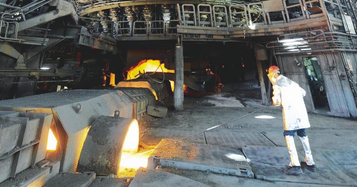 Ilva, resta acceso l'altoforno: Mittal non ha più scuse