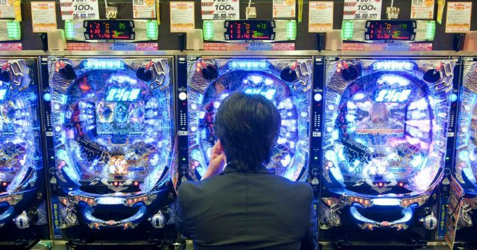 Bari, le mani dei clan sulle slot machine: 36 arresti dell'Antimafia, sequestrati 7,5 milioni