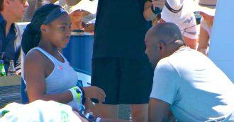Il papà impreca in diretta durante il time out, la giovane campionessa del tennis lo riprende così