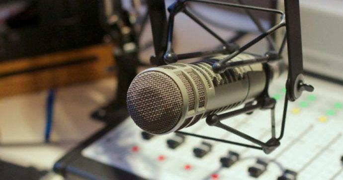 Novara, ascoltano Radio Maria ad alto volume per indispettire il vicino: marito e moglie denunciati per molestie