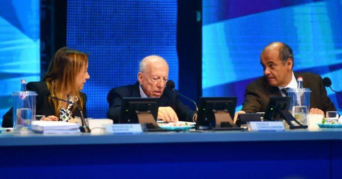 """Mediaset, l'assemblea approva modifiche allo statuto di MfE. Ma è scontro con Vivendi. Confalonieri: """"Vogliono metterci in stallo"""""""