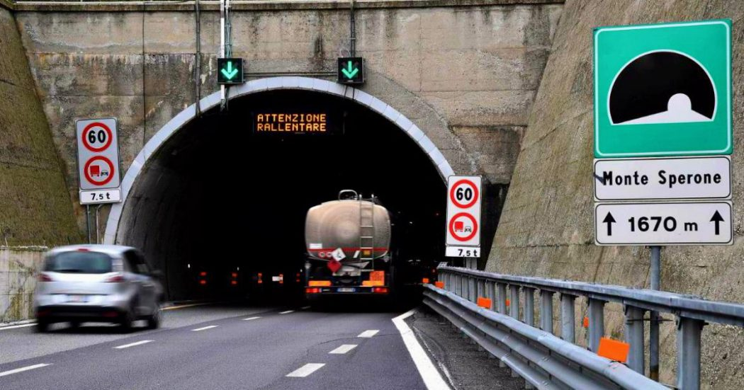 """Autostrade, dalle stazioni di emergenza alle vie di fuga: tutte le """"non conformità"""" delle 105 gallerie. Le sanzioni? Al massimo 150mila euro"""
