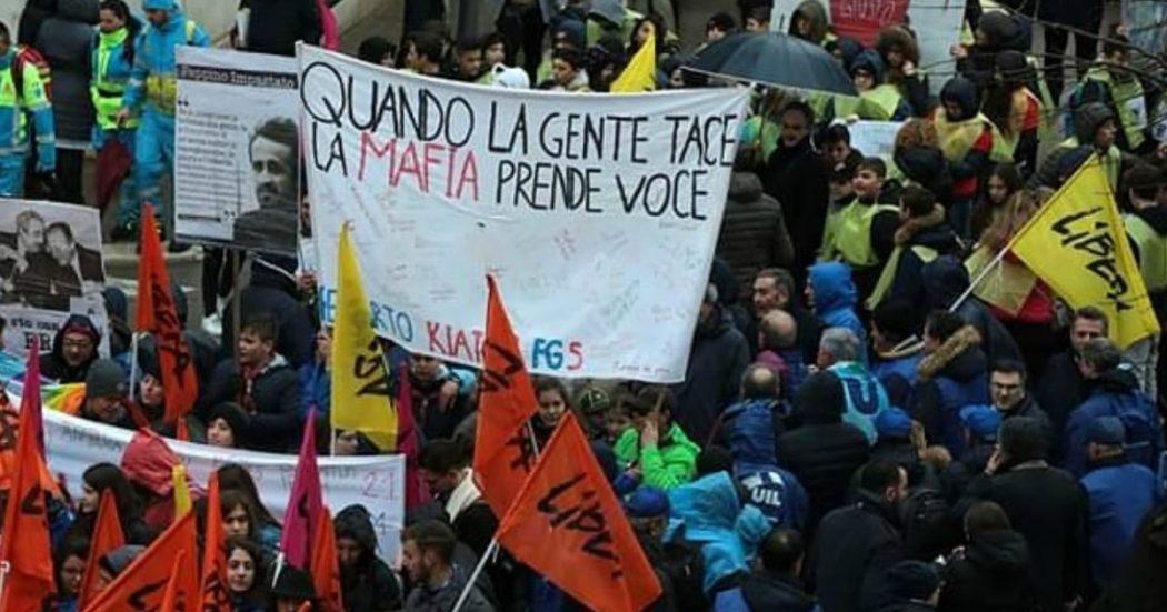 """Foggia in piazza contro la mafia. Lettera di Conte: """"Cittadini non si sentano soli, lo Stato c'è. Questo governo è dalla parte di chi reagisce"""""""