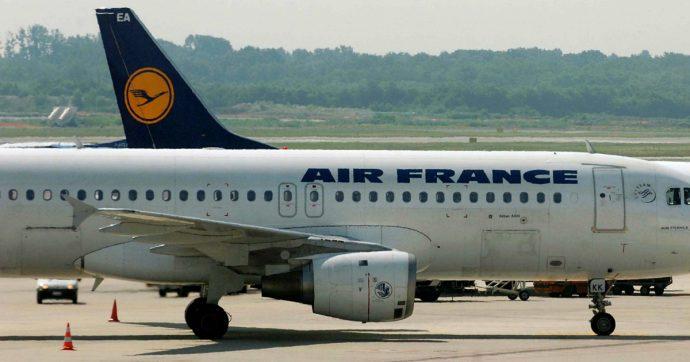 """Trasporto aereo, Parigi trova l'accordo con l'Ue sui nuovi aiuti per Air France. Sindacati: """"Bruxelles vuol eliminare Alitalia dalla scena"""""""