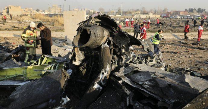 """Incidente Boeing ucraino con 176 morti, Teheran ammette: """"L'abbiamo abbattuto con un missile per errore"""". Il generale: """"Avrei preferito morire"""""""