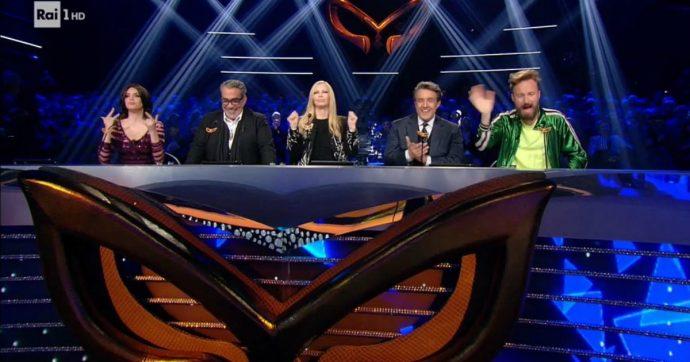 Il Cantante Mascherato batte il GF Vip ma la giuria è un disastro. Patty Pravo partecipa a un programma a parte, Insinna straparla, Facchinetti non a caso ha cambiato lavoro