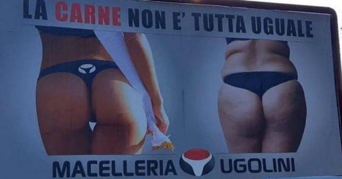 """""""La carne non è tutta uguale"""": i manifesti pubblicitari di una macelleria scatenano le polemiche. L'ideatore li rimuove e si """"difende"""": """"Mi riferivo alle differenze tra le carni"""""""