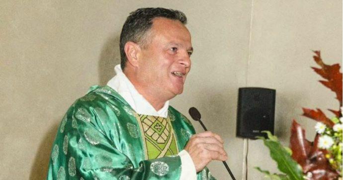 Padova, prete rimosso per 'comportamenti personali non conformi' al suo ruolo. Lui: 'Ero scomodo'. E i fedeli lo difendono: 'Vergogna'