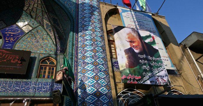 Iran, Teheran tappezzata di foto di Soleimani: il volto del generale su moschee e motorini – Gallery