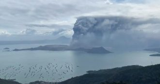 """Filippine, evacuazione """"totale"""" intorno a Manila: cenere e lava dal vulcano Taal. Le immagini"""