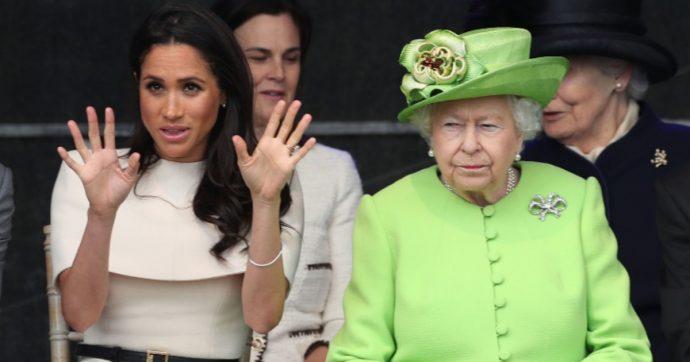 """Harry e Meghan, """"la duchessa pronta a rilasciare un'intervista senza freni dove accusa la Regina di razzismo"""""""