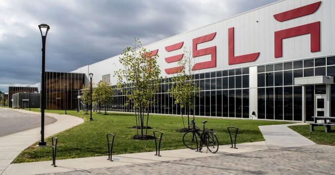 Auto elettrica, le azioni Tesla volano a Wall Street: +100% in un mese. Il gruppo vale più di Fca, Ford e General Motors insieme