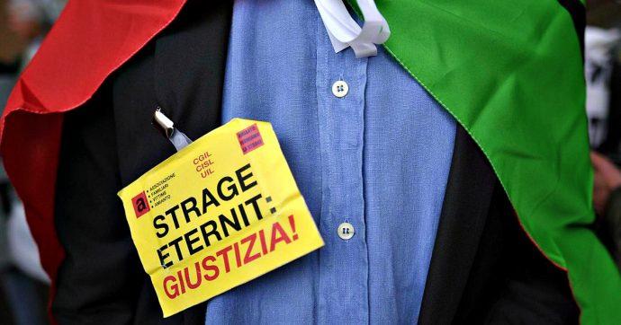 """Eternit, a Vercelli udienza preliminare per omicidio volontario. I familiari delle vittime: """"Schmidheiny deve pagare. Morti fino al 2040"""""""
