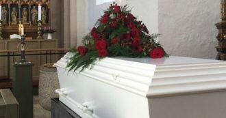 Donna di 55 anni dichiarata morta dai medici si risveglia durante il suo funerale