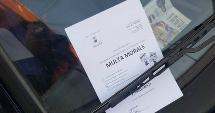 """Napoli, """"multa morale"""" per chi parcheggia in doppia fila: l'idea dei residenti di via Epomeo"""