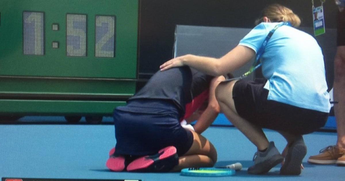 Melbourne, atleti carne da macello: crollano a terra per l'aria inquinata