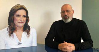 """Emilia Romagna, Bonaccini fa video con il cartonato di Borgonzoni: """"Evita confronto tv perché sulla Regione ha ben poco da dire"""""""