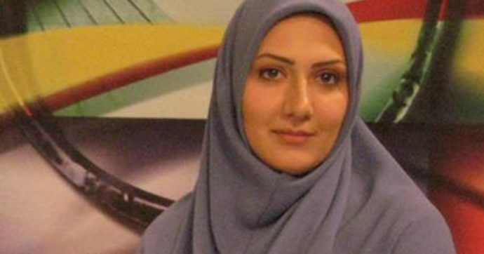 """""""Basta bugie, vi ho mentito per 13 anni"""": giornalista della tv di stato iraniana si dimette, altre due colleghe seguono il suo esempio"""