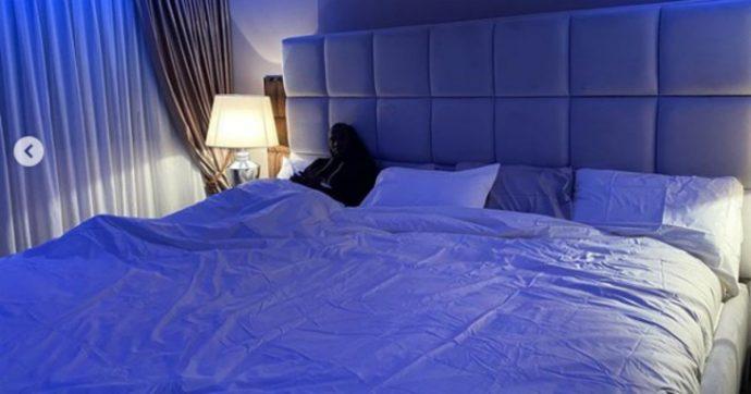 """Romelu Lukaku mostra il suo nuovo letto gigante e parte lo sfottò dei compagni: """"È per 15 persone?"""""""
