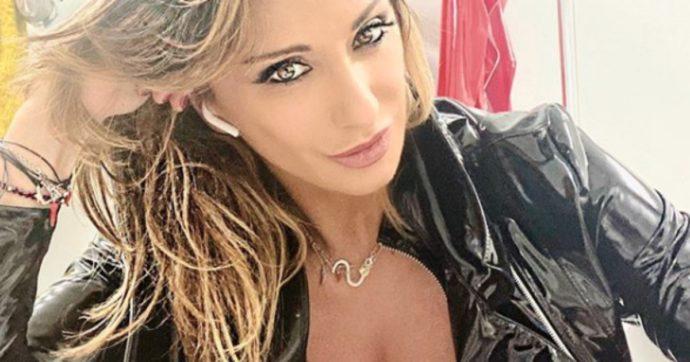 """Sanremo 2020, Sabrina Salerno difende Amadeus dalle accuse di sessismo: """"Frainteso. Persona gentile e rispettosa"""""""