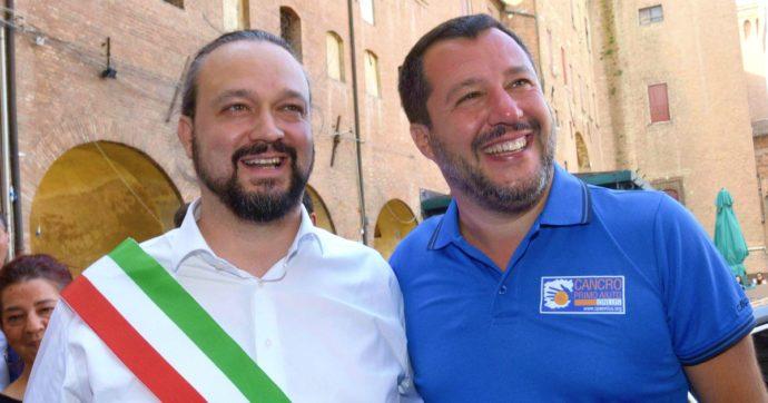 """Ferrara, il sindaco leghista: """"Case popolari prima ai ferraresi"""". Ma suo vice con stipendio da 4.800 euro non lascia l'alloggio pubblico"""