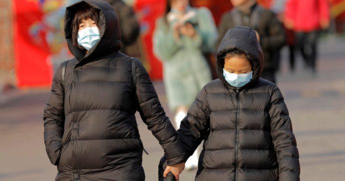 """Coronavirus, salgono a 81 i morti, quasi 3mila contagi. L'Oms ammette: """"Rischio globale elevato, errore nei precedenti rapporti"""""""