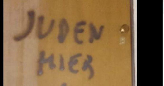 """Antisemitismo, compare la scritta """"Qui ebrei"""" sulla porta di casa del figlio di una partigiana deportata nei campi di sterminio"""
