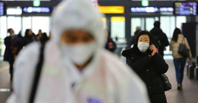 """Virus Cina, tre casi di contagio accertati in Francia: """"Primi in Europa, ricoverati in isolamento"""". In Italia allarme rientrato"""