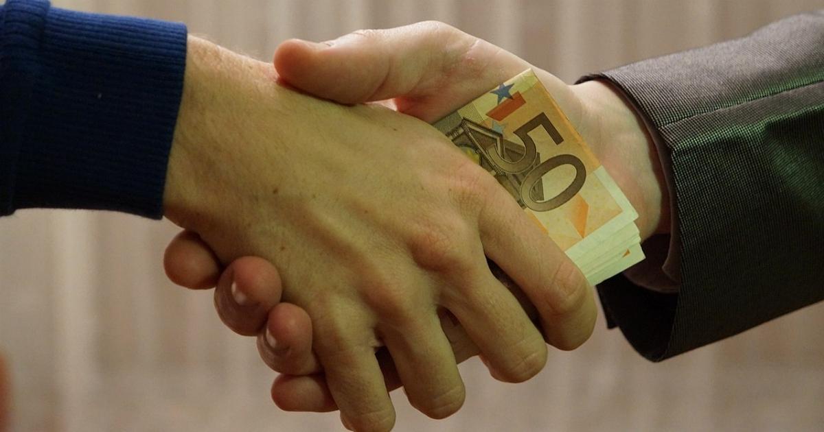 Corruzione, l'Italia è la palestra ideale per i fan delle mazzette. E nessuno di noi può sentirsi innocente