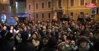 """Regionali Emilia-Romagna, contestatori al comizio di chiusura del centrodestra: """"Ravenna antifascista. Buffoni"""". E arrivano sotto il palco"""