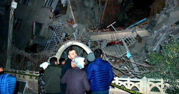 """Turchia, terremoto di magnitudo 6.8 nell'est del Paese: """"Ci sono morti e diversi edifici distrutti"""""""