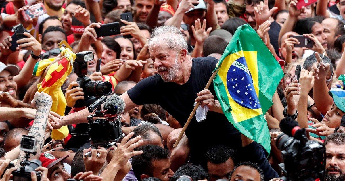 """L'allarme di Greenwald """"Jair Bolsonaro vuole eliminare i giornalisti"""""""