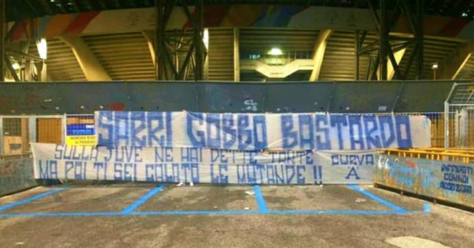 Napoli-Juventus, striscioni contro Sarri appesi in città nel giorno del ritorno al San Paolo