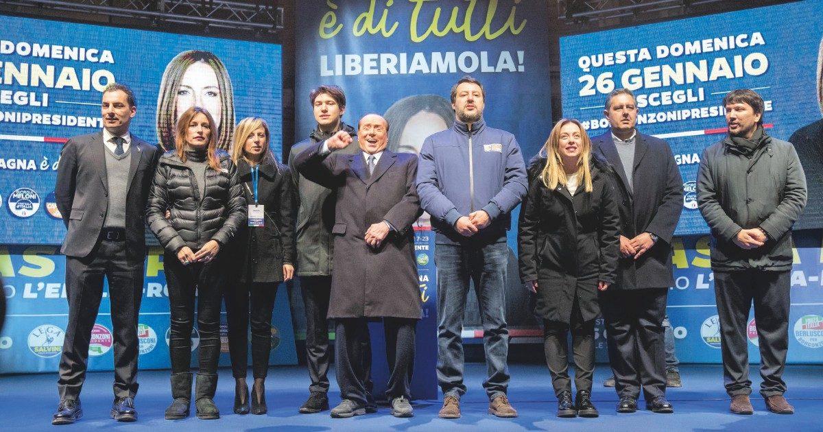 Altro che silenzio: Salvini fuorilegge parla sui social