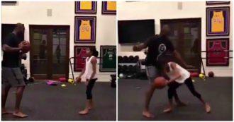 Kobe Bryant, l'ex stella Nba gioca a basket con la figlia Gigi nella palestra di casa: il video
