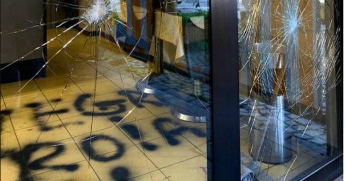 Brescia, vandalizzato il bar di una donna di origini marocchine: svastica e vetri rotti