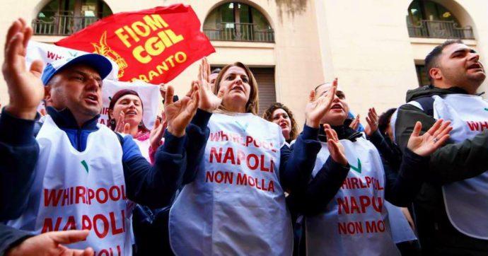 """Whirpool, sciopero di 16 ore in tutti i siti italiani dopo la conferma dell'addio a Napoli. De Magistris: """"Di Maio illuse gli operai"""""""