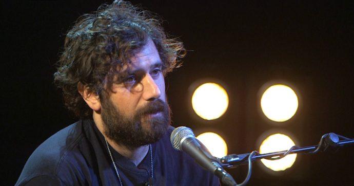 """Tommaso Paradiso risponde alle critiche: """"Vi ricordo quali mie canzoni sono state 'bullizzate' e vi dico 'grazie'"""""""