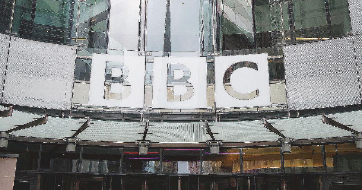 Tory e dissidi azzoppano la BBC: 450 licenziamenti